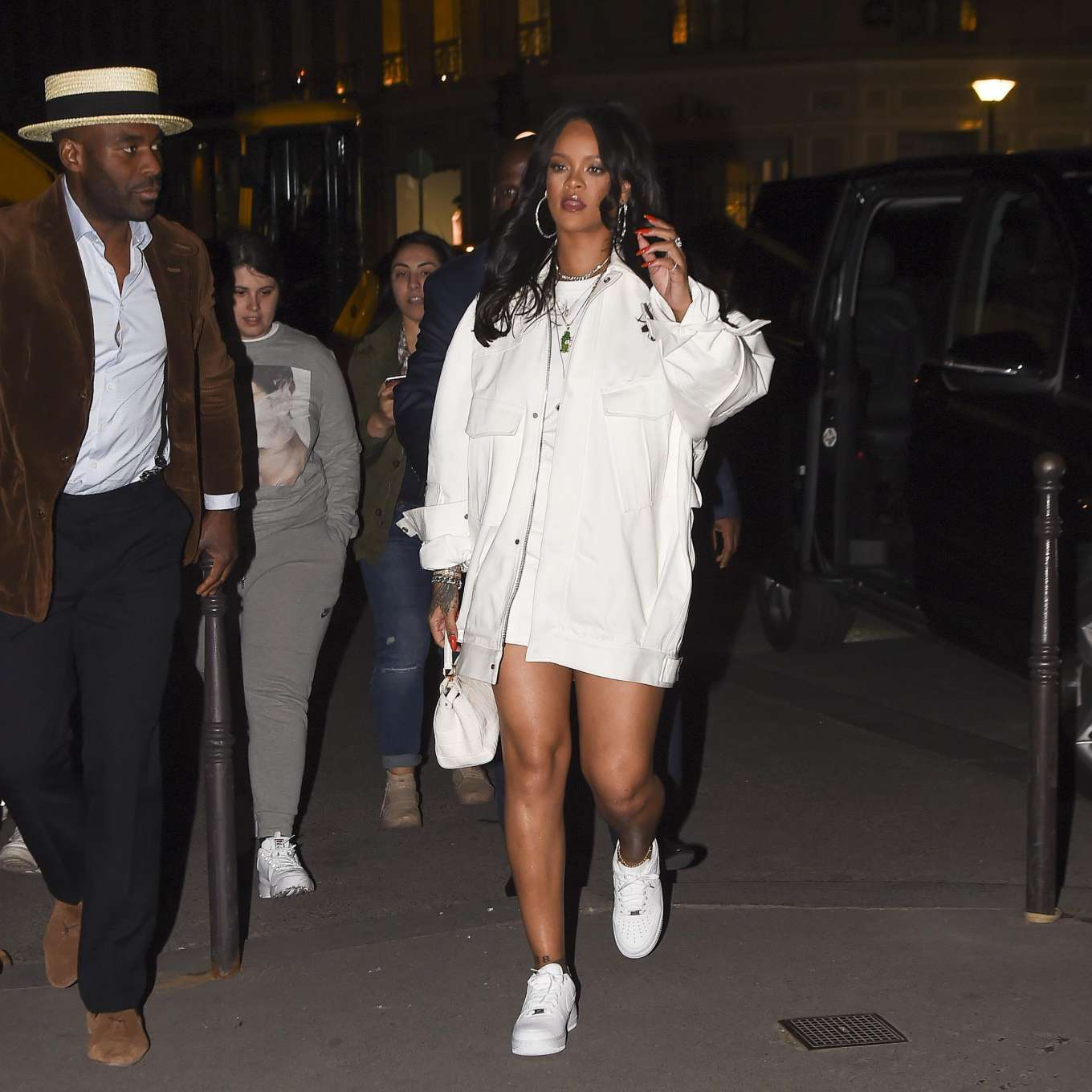 Rihanna 2019 : Rihanna: Goes to LAvenues Restaurant-14