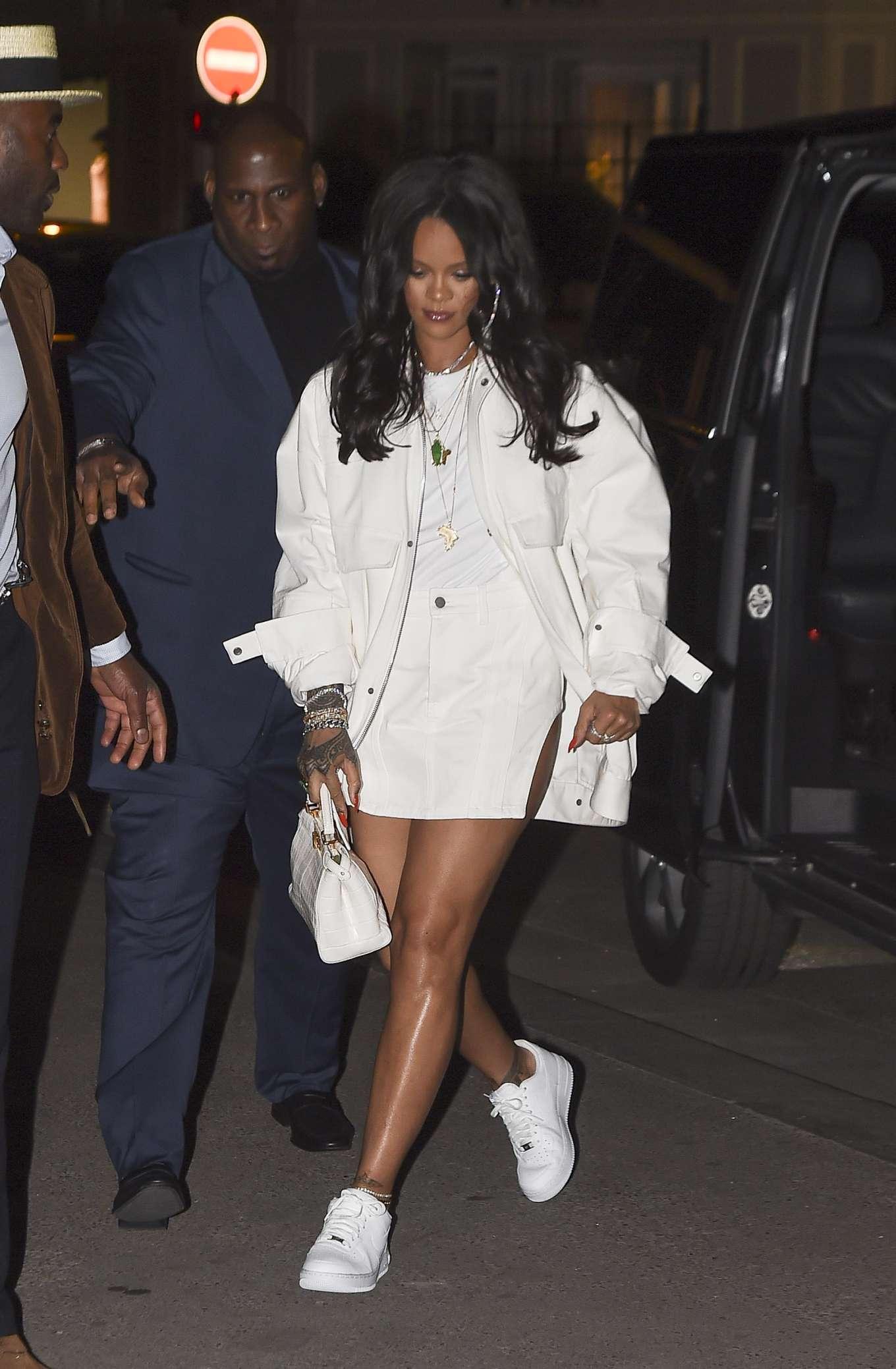 Rihanna 2019 : Rihanna: Goes to LAvenues Restaurant-16