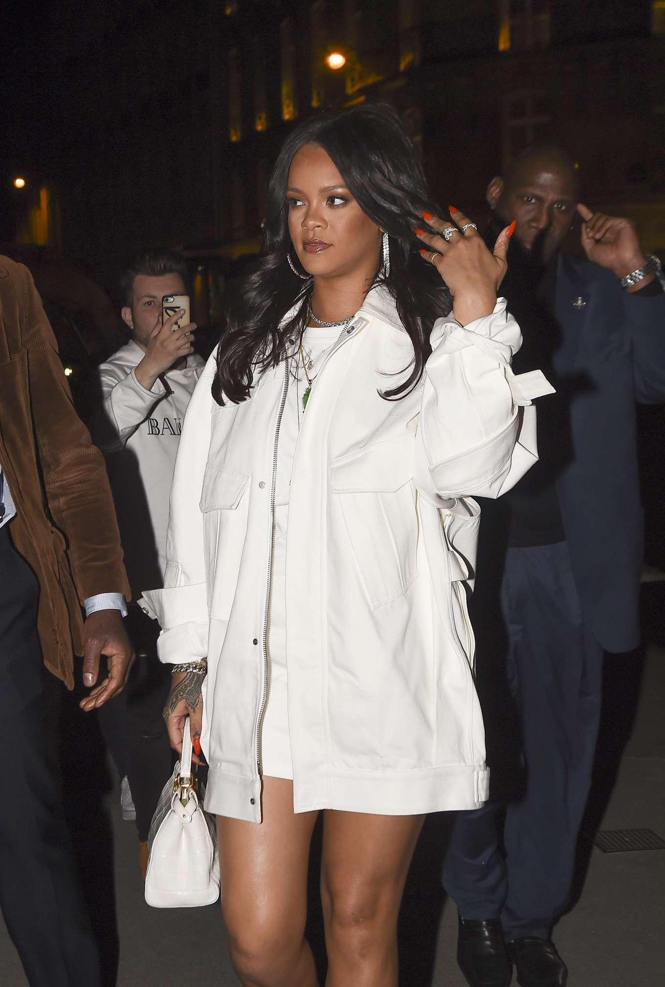 Rihanna 2019 : Rihanna: Goes to LAvenues Restaurant-17