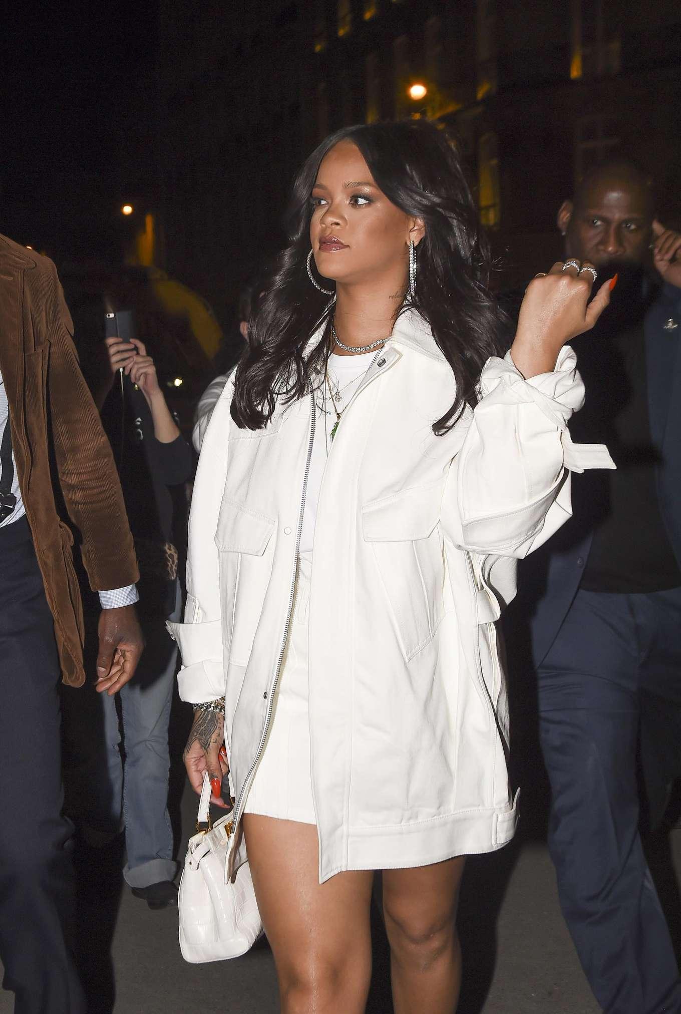 Rihanna 2019 : Rihanna: Goes to LAvenues Restaurant-19