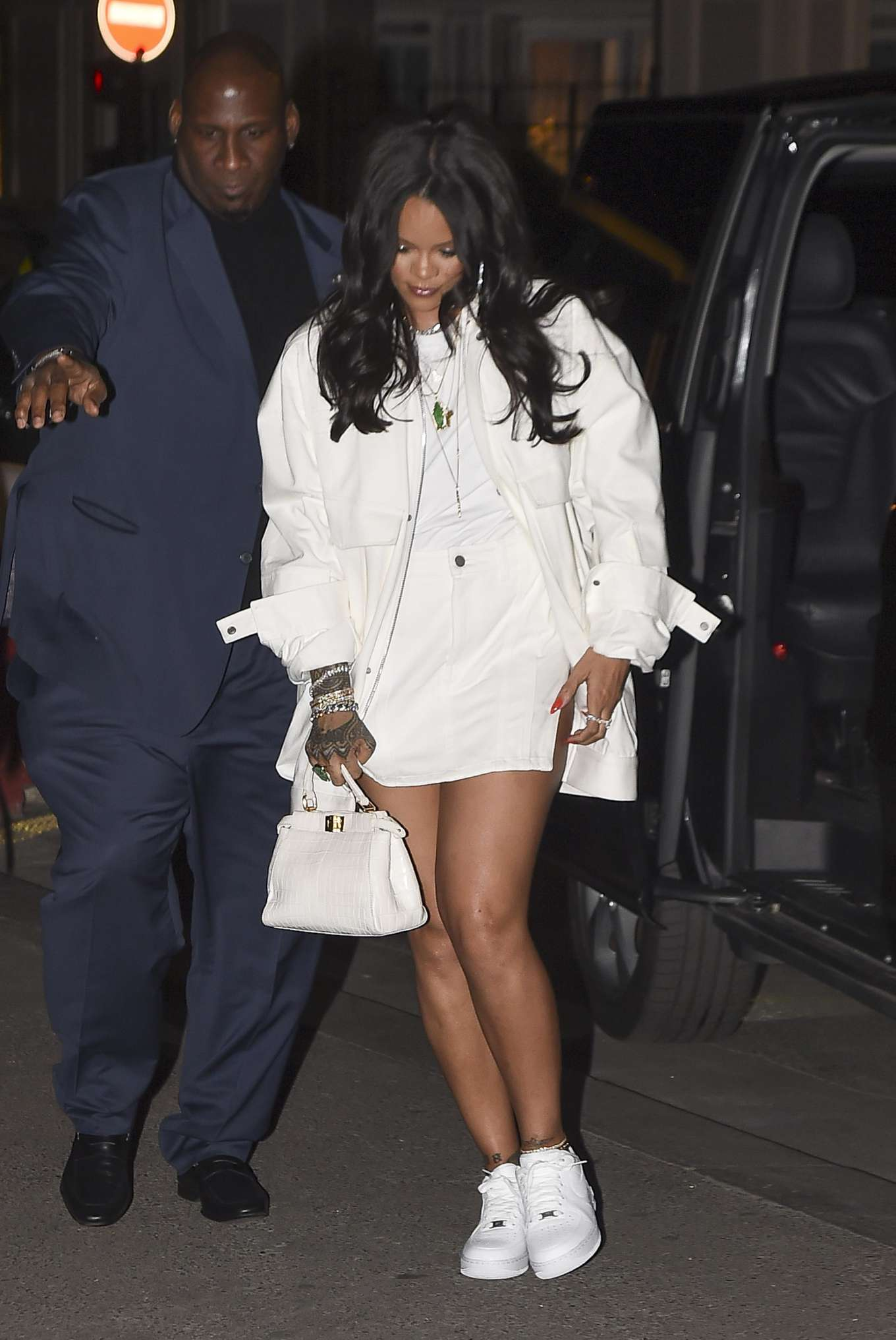 Rihanna 2019 : Rihanna: Goes to LAvenues Restaurant-23