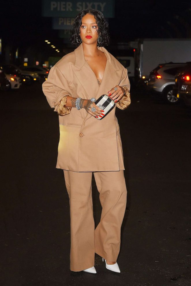 Rihanna – Heading to Chelsea Piers in New York