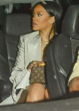 Rihanna - Heads to watch Drake in Los Angeles