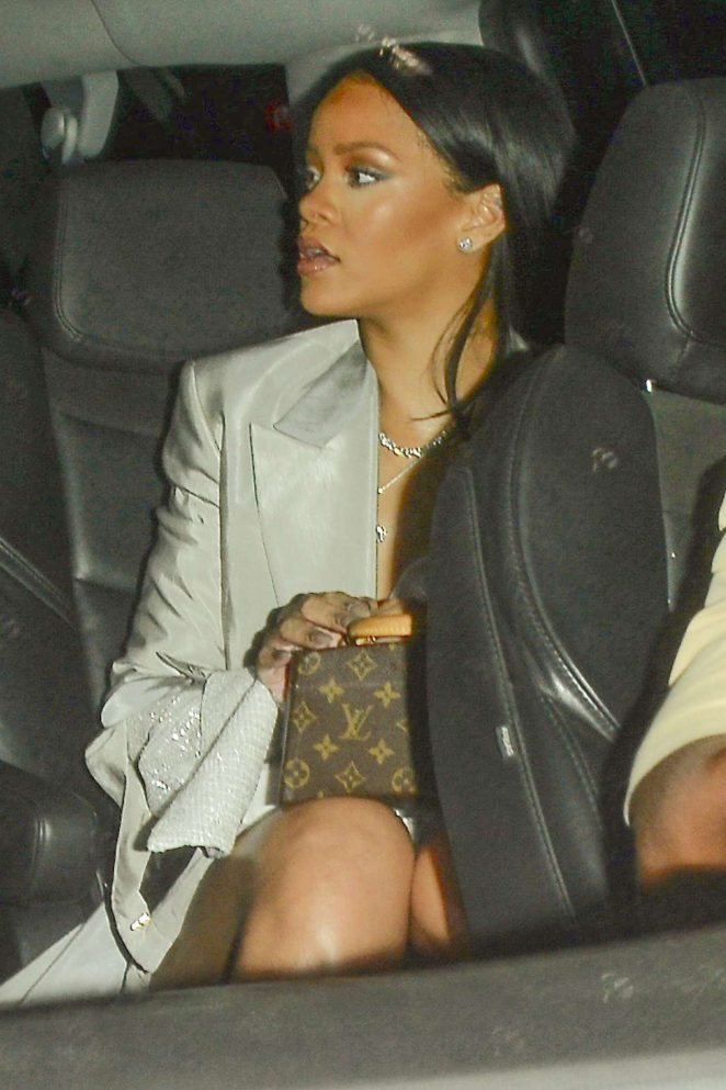 Rihanna – Heads to watch Drake in Los Angeles