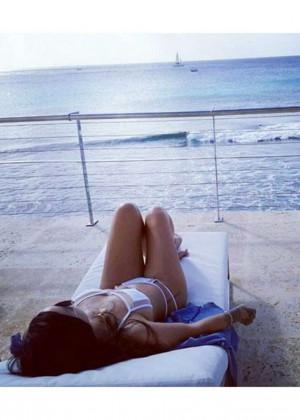 Rihanna in Bikini -02
