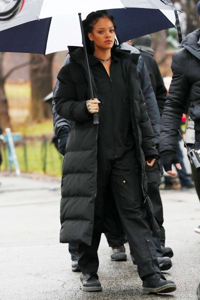 Rihanna in Black Jacket on the set of Oceans Eight -01