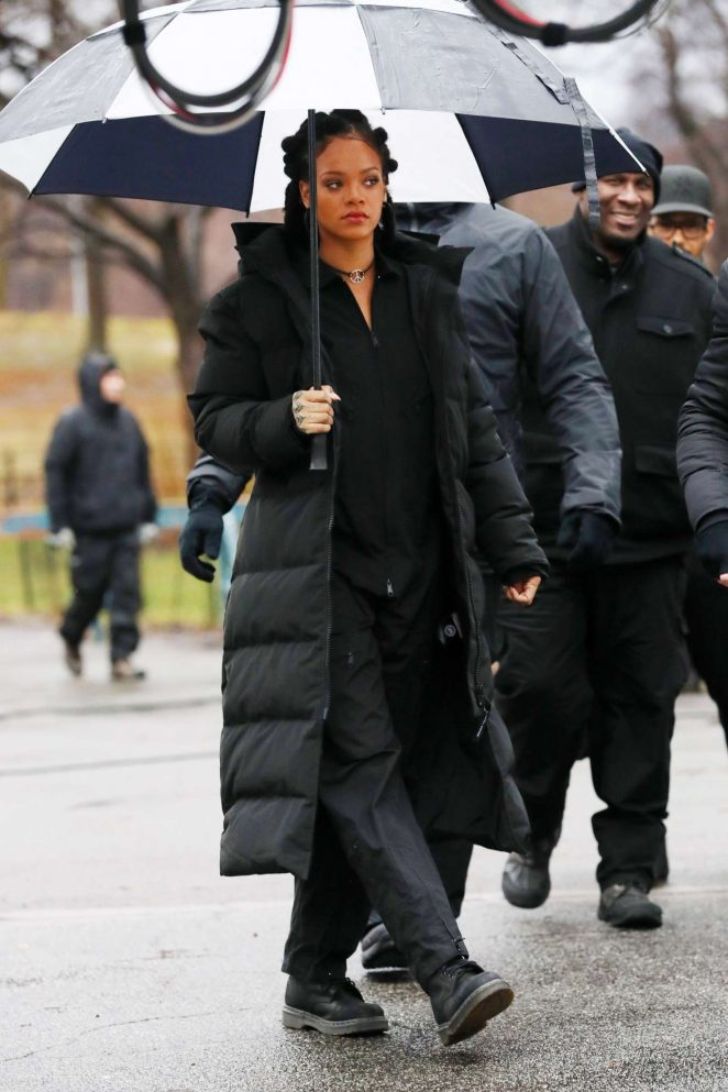 Rihanna in Black Jacket on the set of Oceans Eight -08