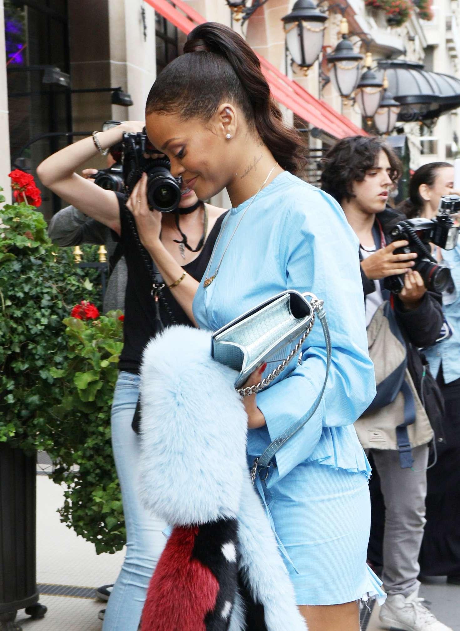 Rihanna 2016 : Rihanna in Blue Mini Dress -01