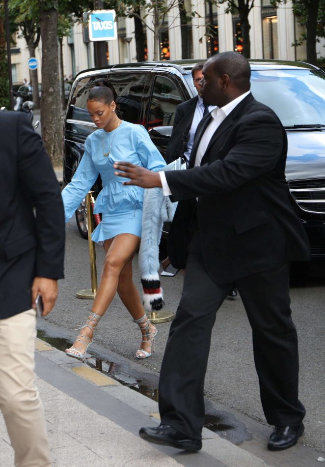 Rihanna 2016 : Rihanna in Blue Mini Dress -07