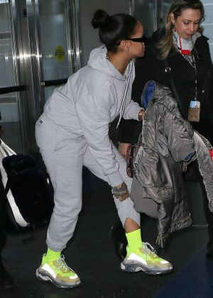 Rihanna in Gray Sweats - Arrives at JFK airport in NYC
