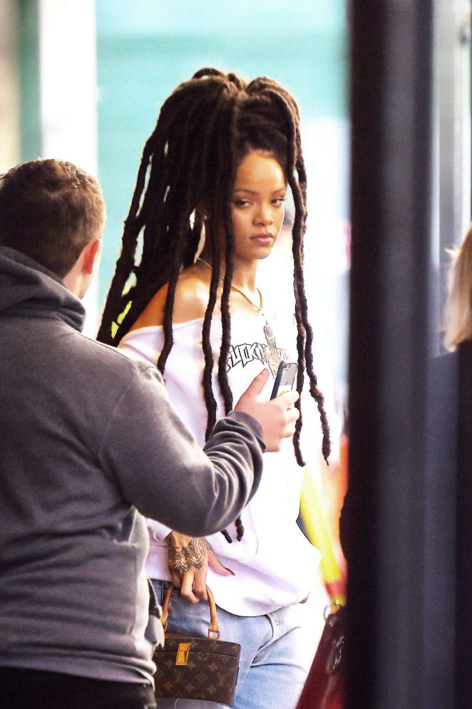 Rihanna in Ripped Jeans in NYC -03