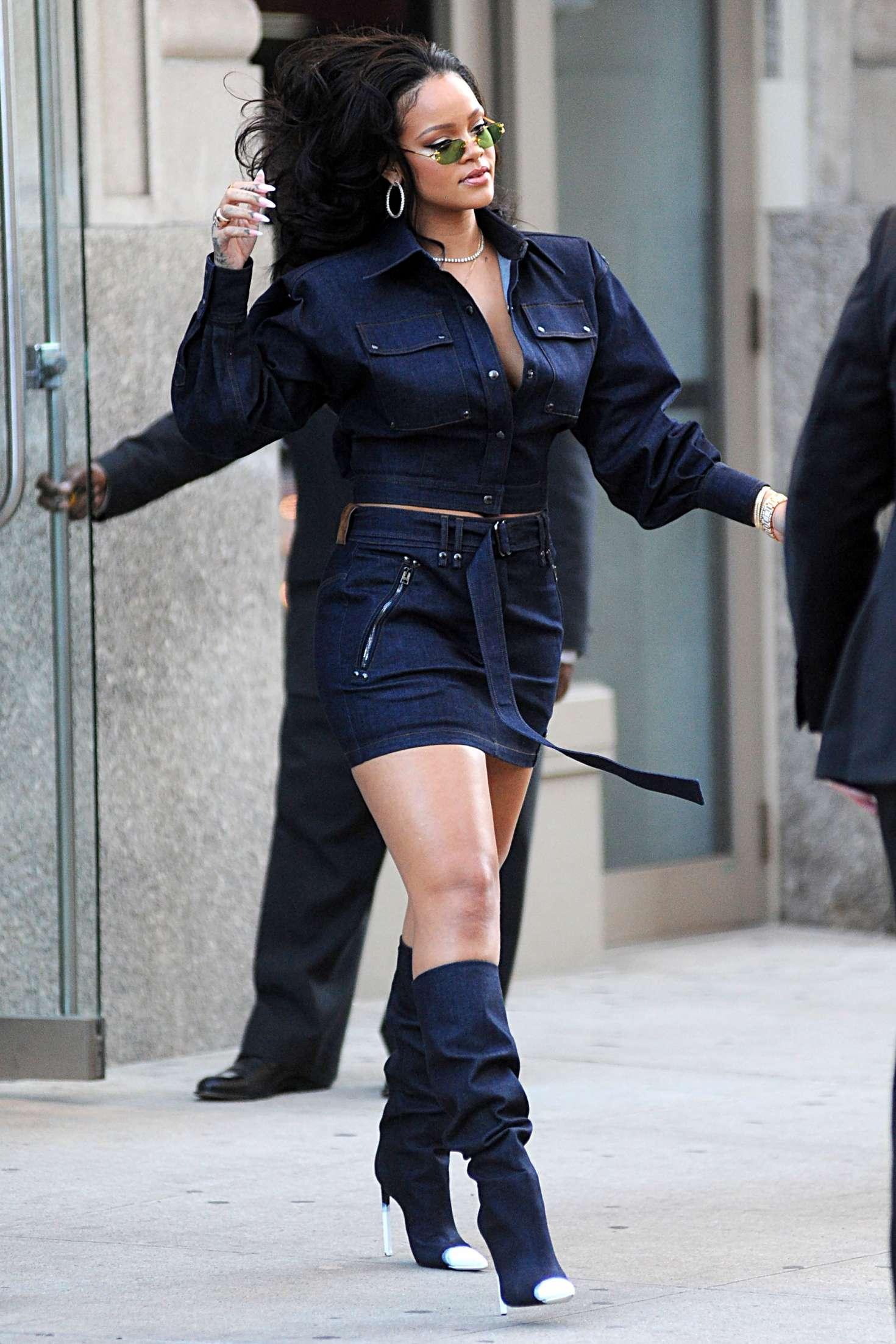 Rihanna Short Skirt 36