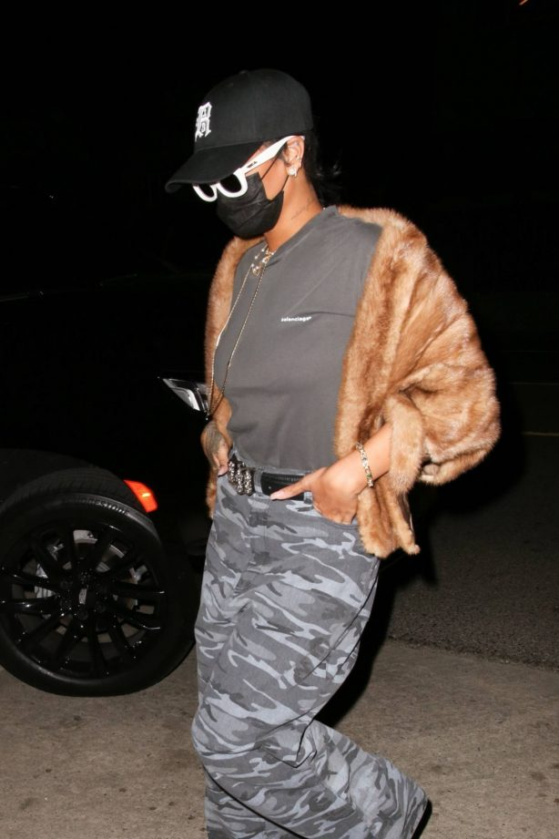 Rihanna - Is arriving for a late night dinner at Giorgio Baldi in Santa Monica
