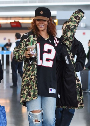 Rihanna - JFK airport in NYC