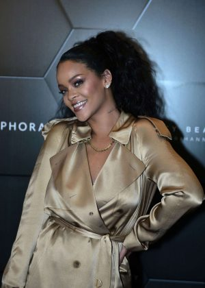 Rihanna - Launch of her new Stunna Lip paint 'Uninvited' in Dubai