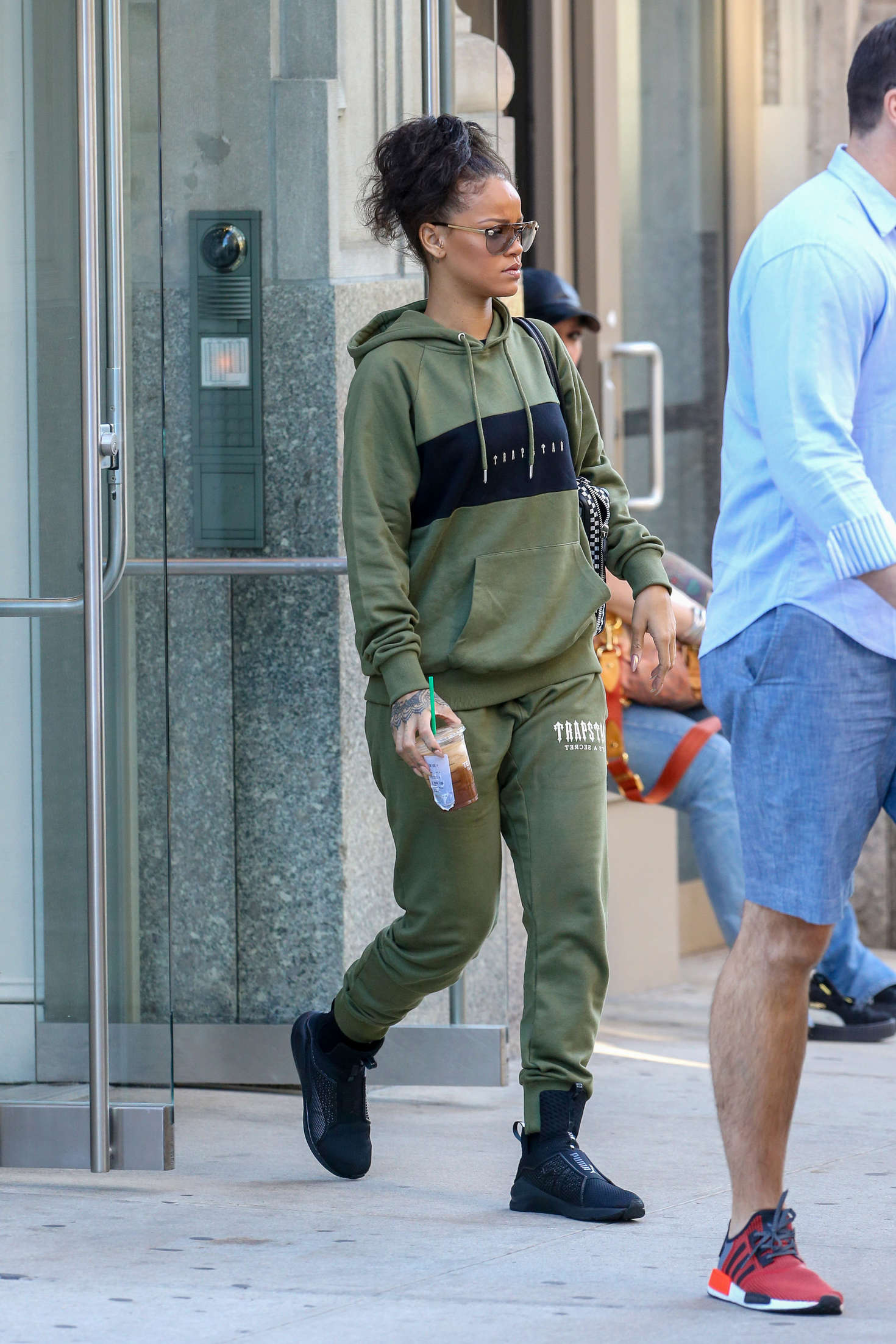 Rihanna Leaves Her Apartment In New York 03