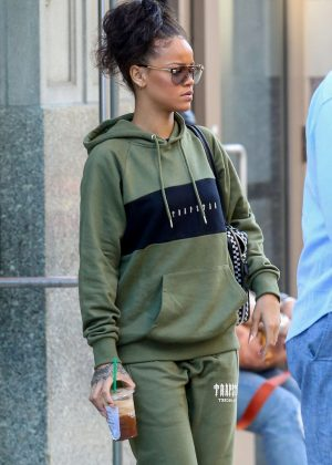 Rihanna Leaves her apartment in New York