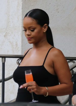 Rihanna - Leaving her villa in Barbados