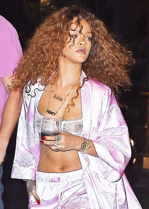 Rihanna - Leaving Recording studio in NYC