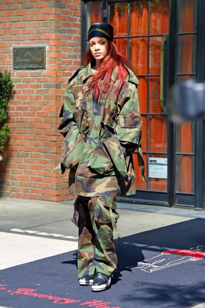 Rihanna: Leaving the Bowery Hotel -01