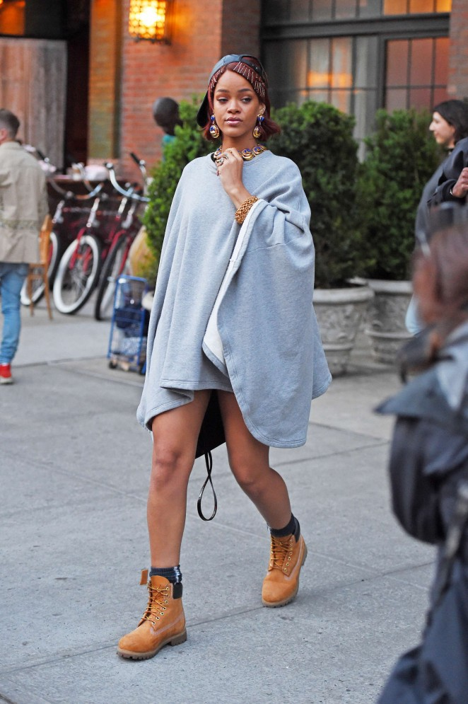 Rihanna: Leaving the Bowery Hotel -08