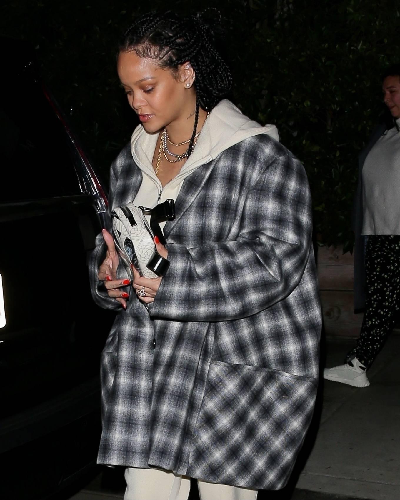 Rihanna - Make up free in Santa Monica
