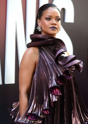 Rihanna - Ocean's 8 Premiere photocall In New York