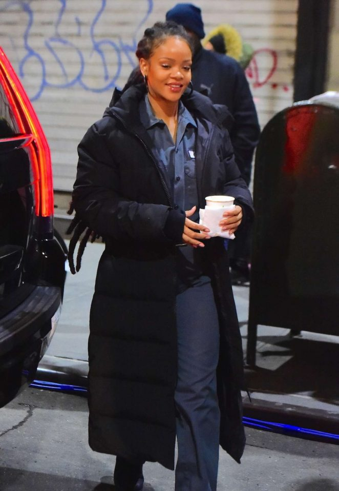 Rihanna on set of 'Oceans 8' in Times Square NYC
