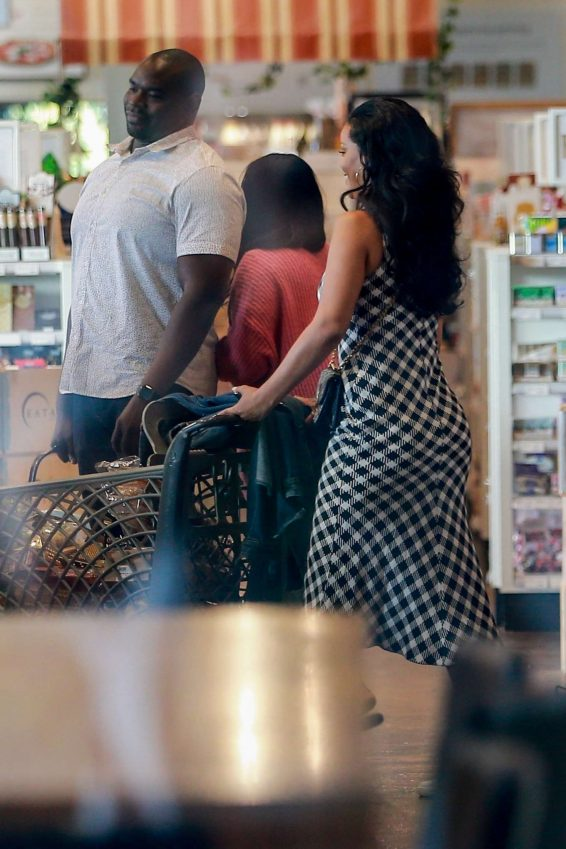 Rihanna 2019 : Rihanna – Out grocery shopping in Los Angeles-10