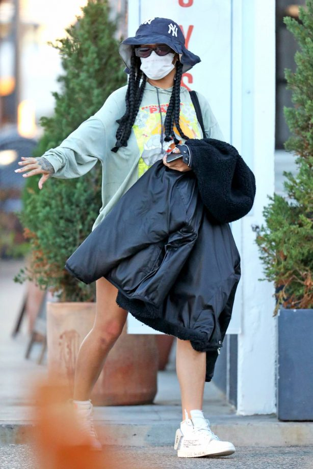 Rihanna - Out in Los Angeles