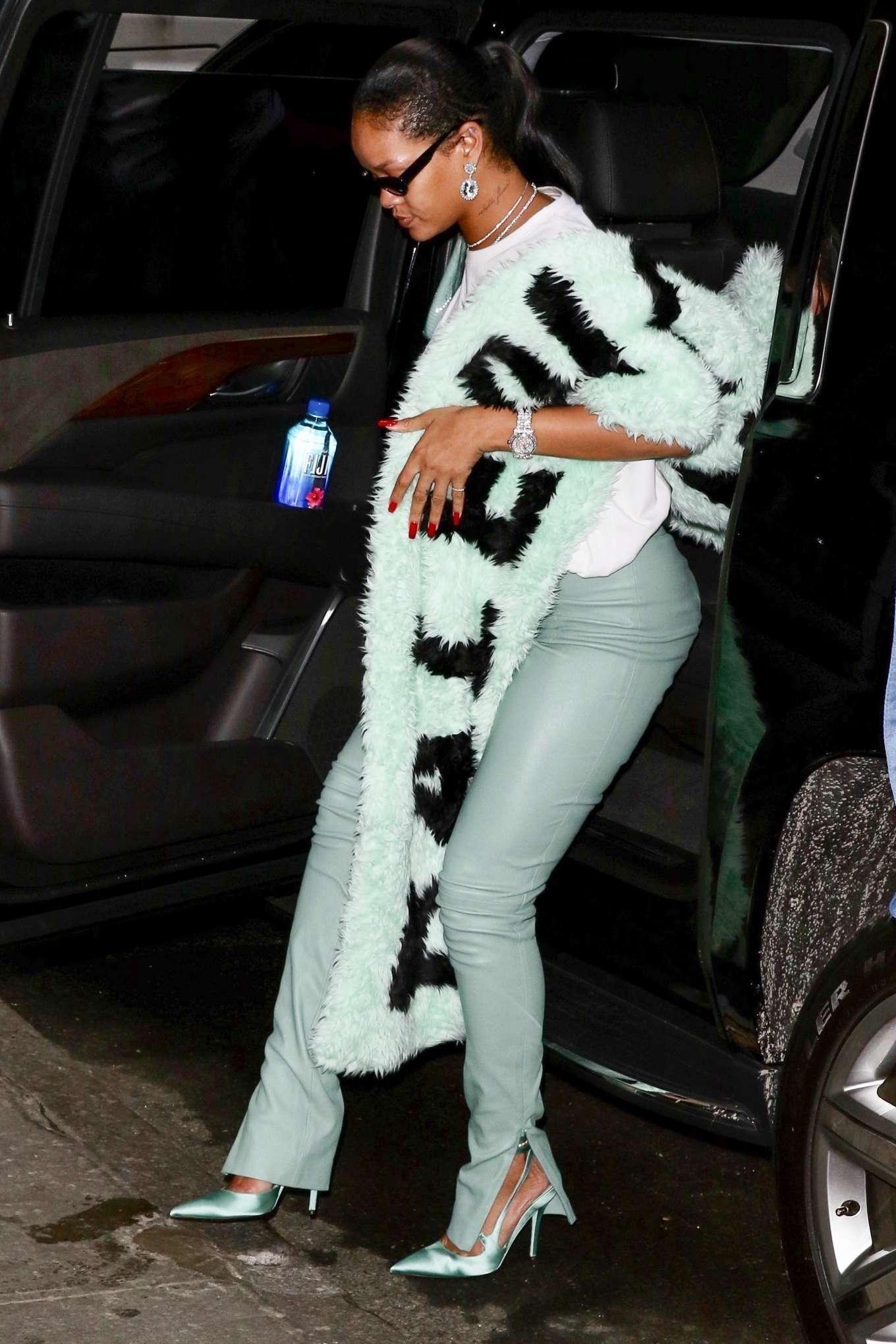 Rihanna 2019 : Rihanna – Out in NYC-01