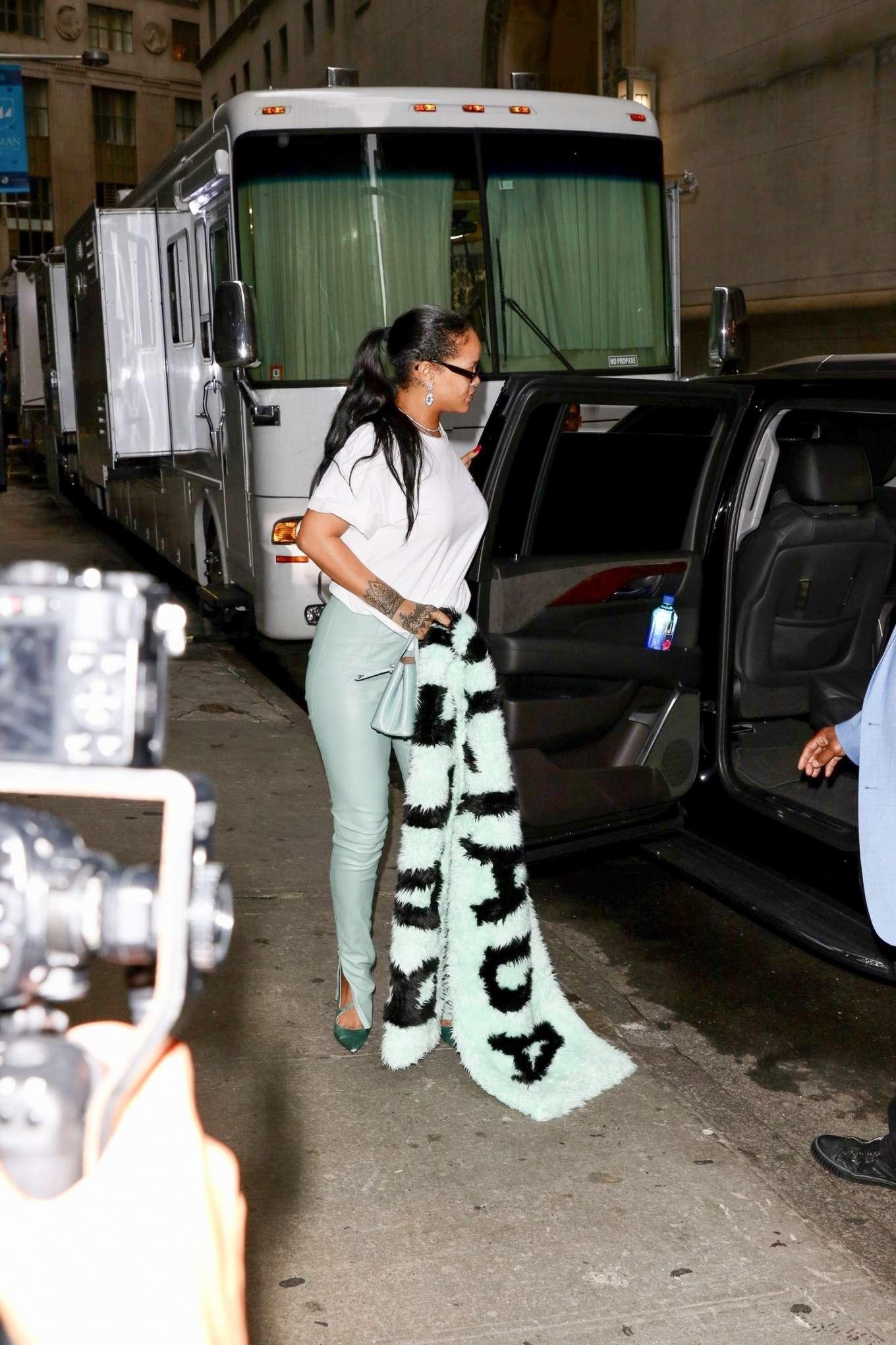 Rihanna 2019 : Rihanna – Out in NYC-03