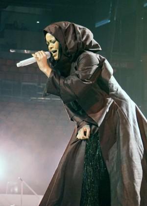 Rihanna: Performs at Anti World Tour -03