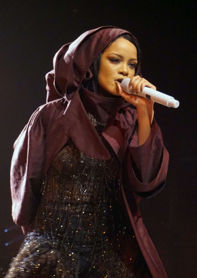 Rihanna: Performs at Anti World Tour -05