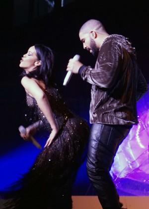Rihanna: Performs at Anti World Tour -08