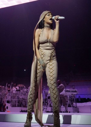 Rihanna: Performs at Anti World Tour -09