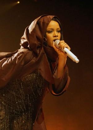 Rihanna: Performs at Anti World Tour -11