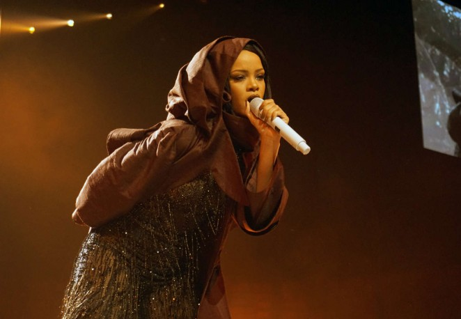 Rihanna: Performs at Anti World Tour -11