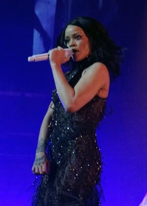 Rihanna: Performs at Anti World Tour -12