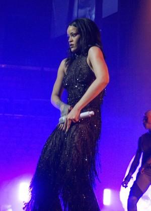 Rihanna: Performs at Anti World Tour -13