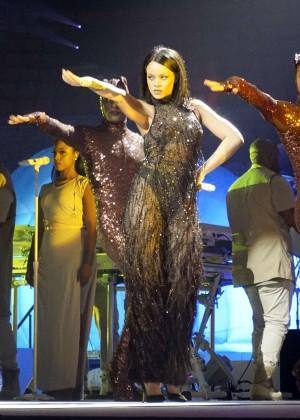Rihanna: Performs at Anti World Tour -17