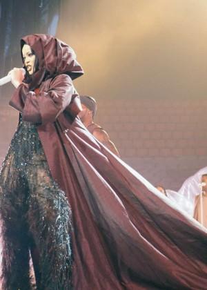 Rihanna: Performs at Anti World Tour -18