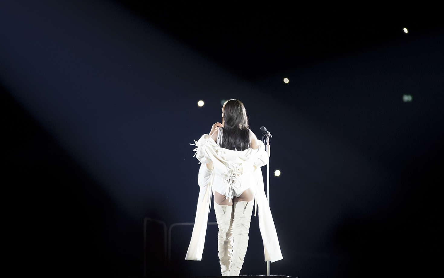 Back to FULL gallery Rihanna – Performs at her Anti-World Tour in ... Miley Cyrus