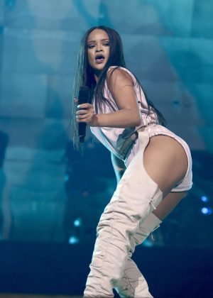Rihanna - Performs at her Anti-World Tour in Stockholm