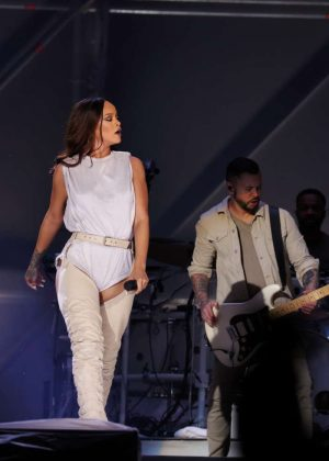 Rihanna: Performs at Meazza stadium in Milano -10