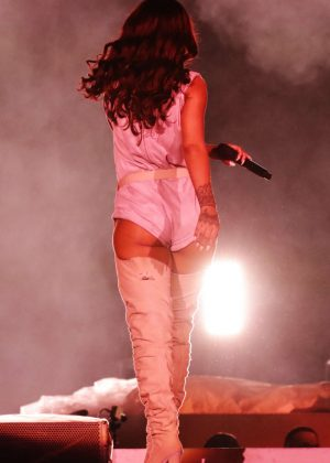 Rihanna: Performs at Meazza stadium in Milano -14