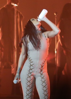Rihanna Performs in Vancouver -02