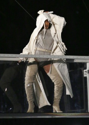 Rihanna Performs in Vancouver -25