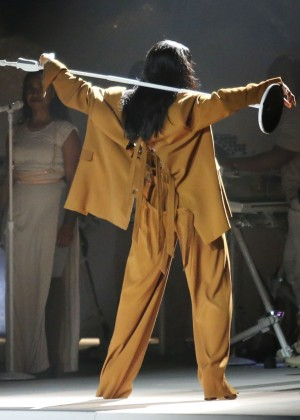 Rihanna Performs in Vancouver -33