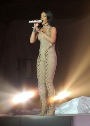 Rihanna Performs in Vancouver -35